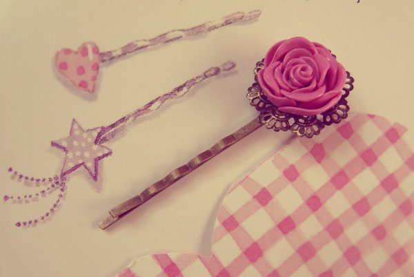 Barrette ouvrage rose